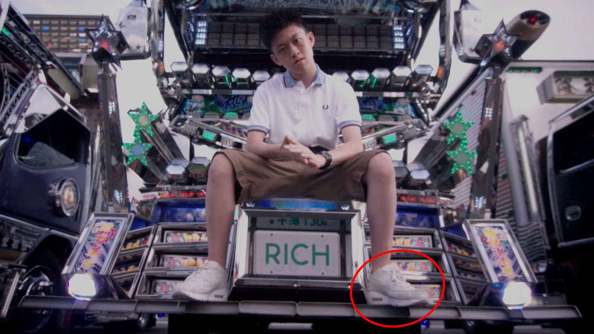 sepatu sneakers, gambar sepatu, model sepatu terbaru, harga sepatu, online shop sepatu, sepatu keren, sepatu laki laki, koleksi sepatu, sneaker wedges, sepatu online shop, sepatu online original, sneakers original, toko online sepatu, sepatu sneakers murah, gambar sepatu terbaru, jual sneakers, rich chigga rich chigga - Rich Chigga - Penasaran Dengan Sneakers Yang Dipakai Rich Chigga ?