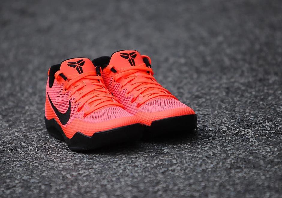 Nike Kobe 11 EM Barcelona sepatu sneakers - Sepatu Sneakers Terbaru 2020