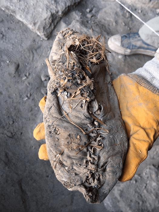 sepatu sejarah sepatu - img 5b88658e86862 1 - Sepatu memiliki sejarah 40.000 tahun!