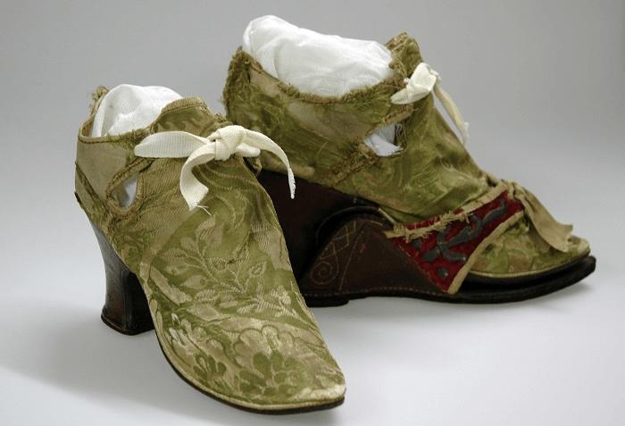 sepatu wanita sejarah sepatu - img 5b88665843a21 1 - Sepatu memiliki sejarah 40.000 tahun!