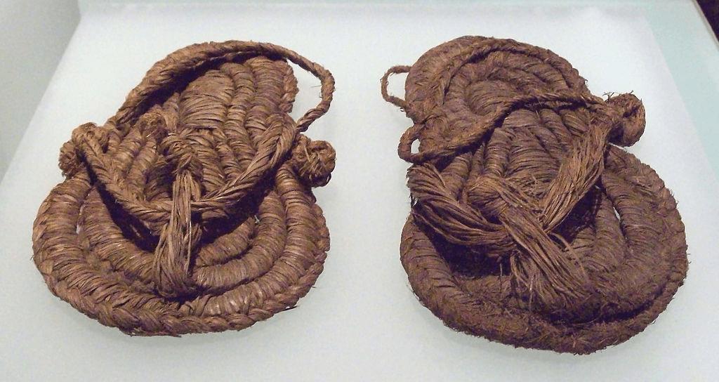 sejarah sepatu - img 5b886dac80aaa 1 - Sepatu memiliki sejarah 40.000 tahun!