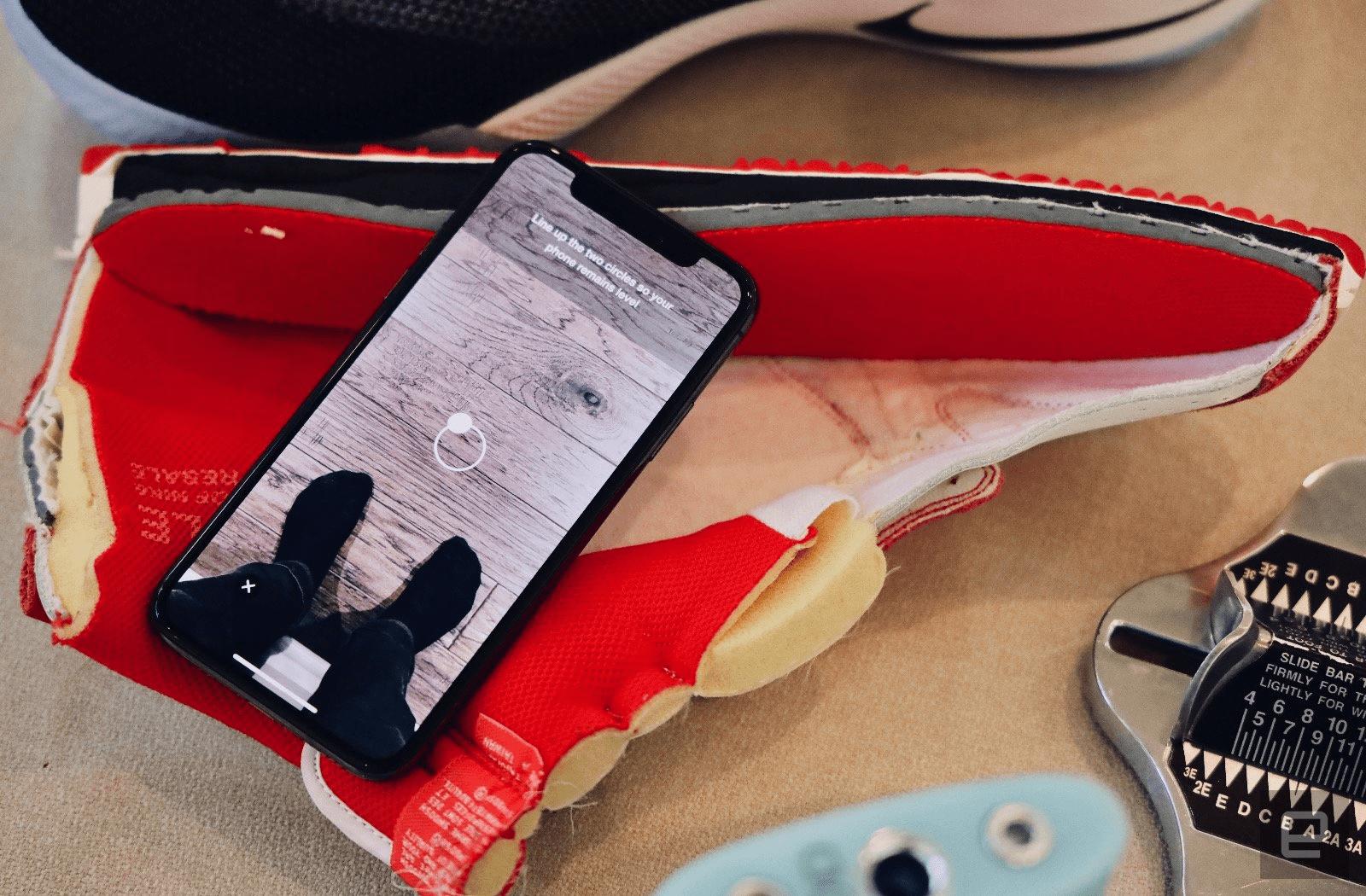 nike fit - Sering Salah Pilih Ukuran Sepatu? Nike Membuat App Berteknologi AR untuk Memudahkan.