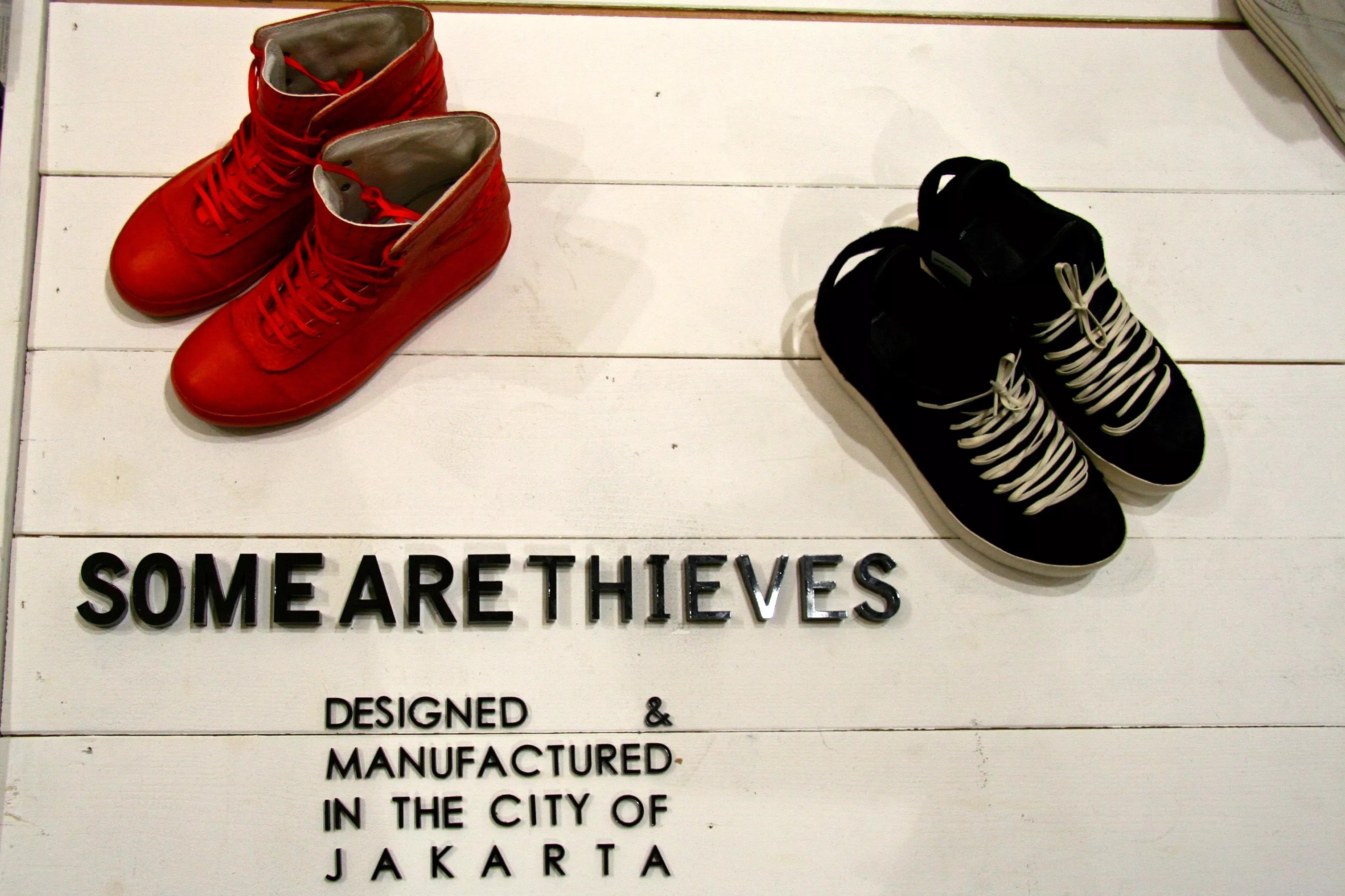 gambar sepatu sepatu indonesia - img 5cdc6c7b9a406 - 19 Merek Sepatu Indonesia Asli untuk Kamu Koleksi