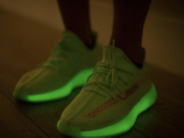 "YEEZY BOOST 350 V2 ""Glow-in-the-Dark"""