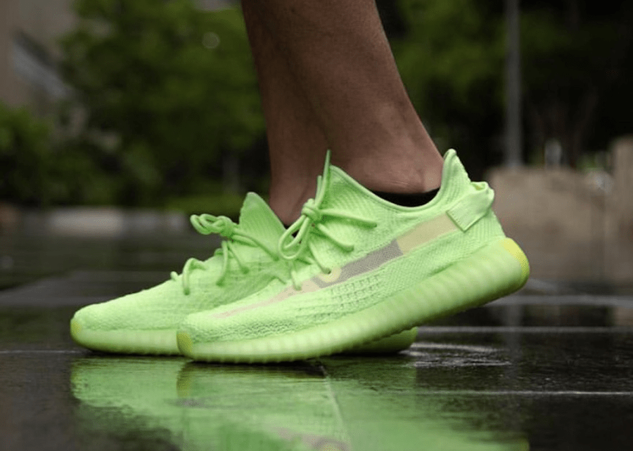 "yeezy boost 350 v2 ""glow-in-the-dark"" - img 5ce68561054ed - Mengejutkan! YEEZY BOOST 350 V2 ""Glow-in-the-Dark"" Dirilis Lebih Awal."